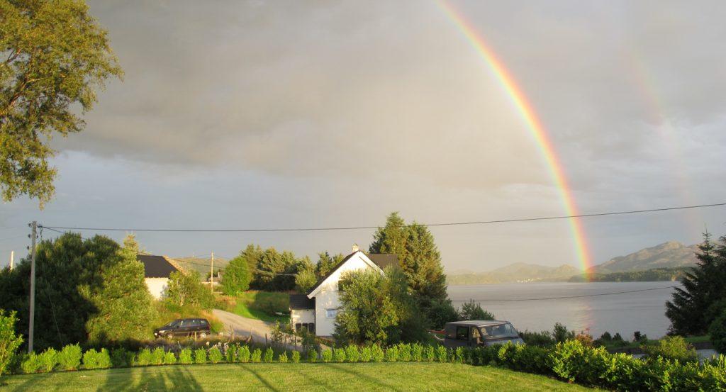 2012-Aug-6 Regnbuen over Mangersnes-1