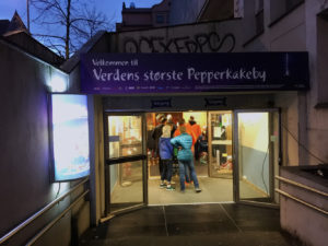 2016-Des-12 Pepperkakebyen i Bergen-1