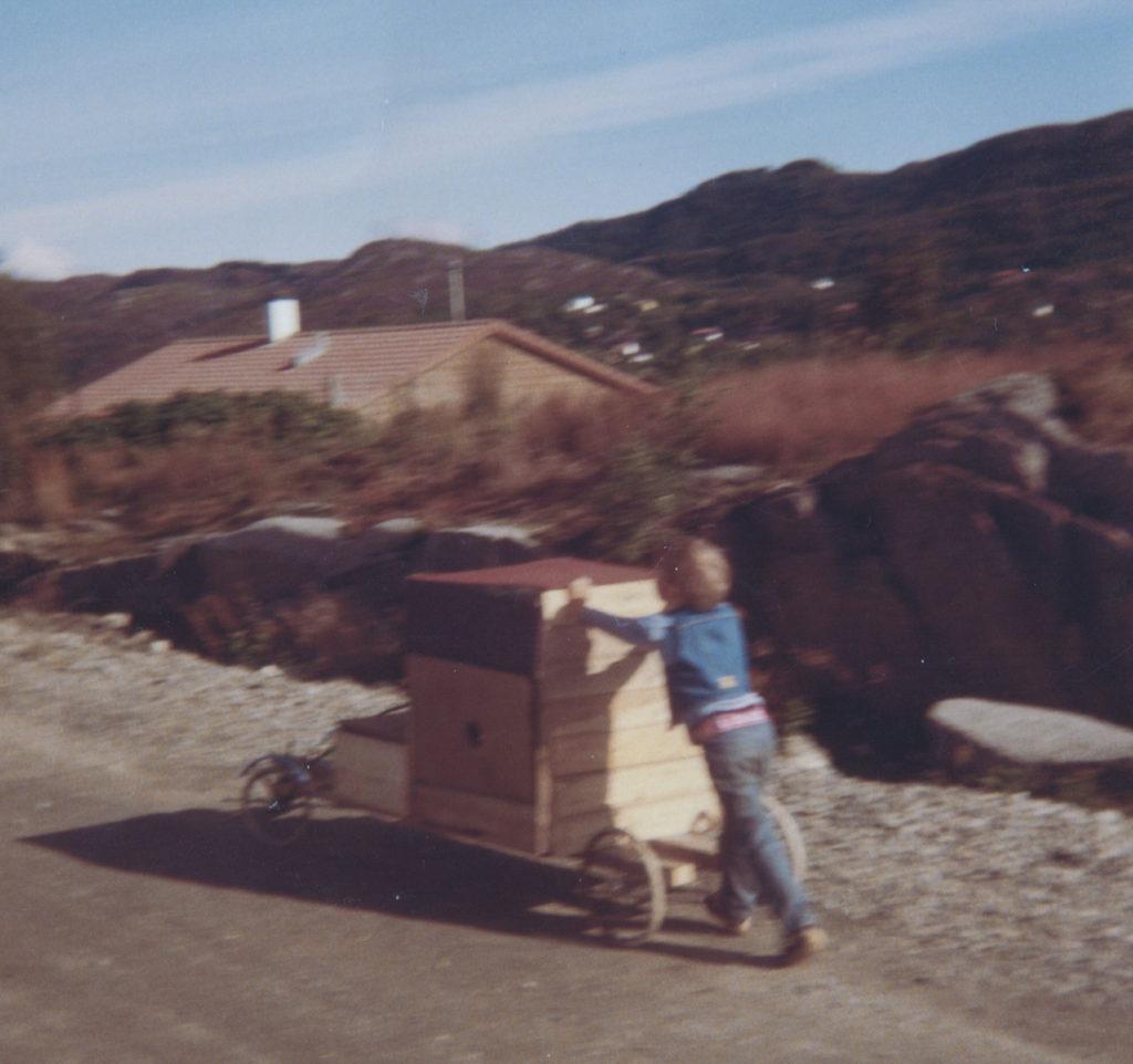 1981-Kjøring-med-kassebil-2
