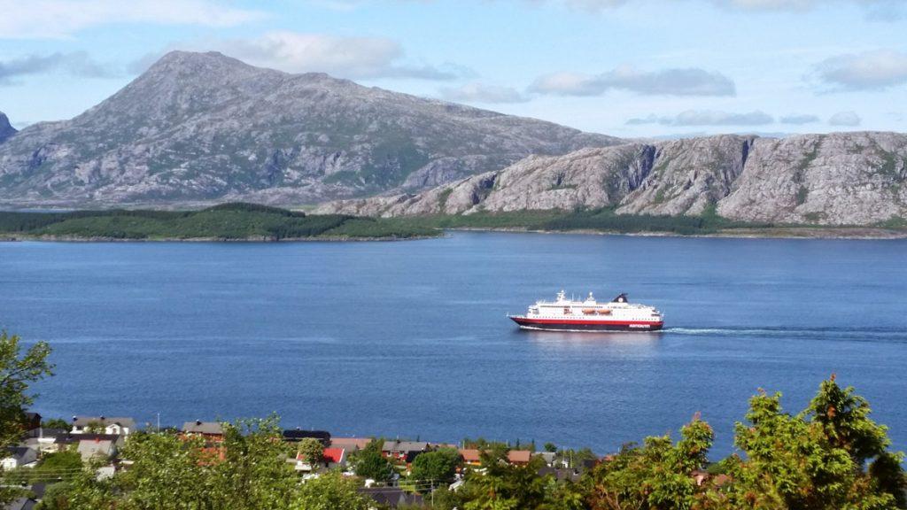 Hurtigruta i Sandnessjøen